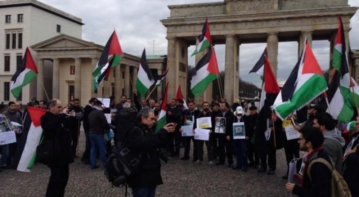 وقفه احتجاجية في برلين دعما لسكان مخيم اليرموك