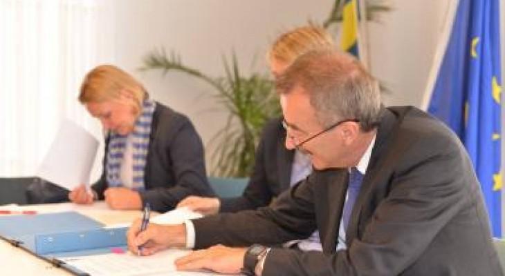 """السويد: توقيع اتفاقية تعاون لدعم المناطق المصنفة """"ج"""" بقيمة 3.5 مليون دولار"""