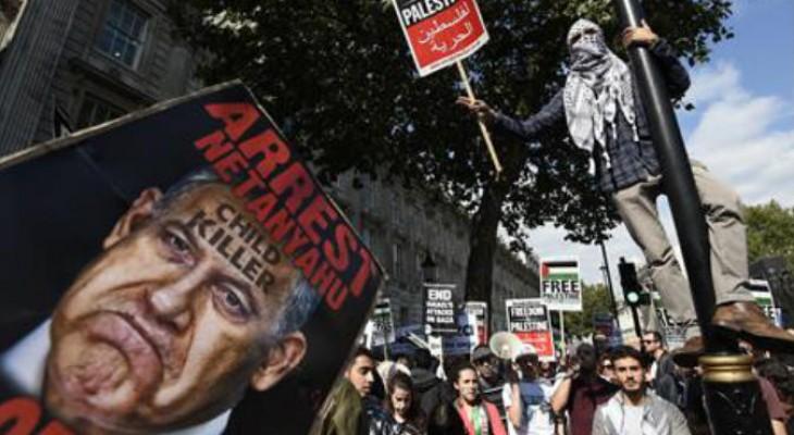 تظاهرات رافضة لزيارة نتنياهو لندن و108 آلاف يوقعون عريضة تطالب باعتقاله
