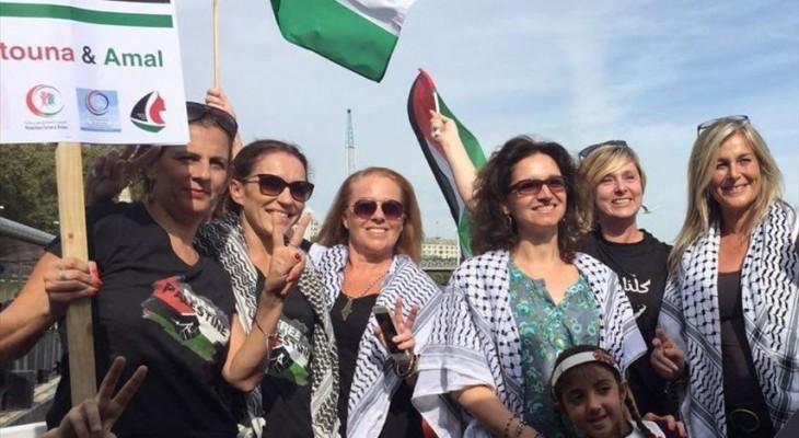 نشطاء يبحرون في نهر التايمز في لندن تضامناً مع الاسطول النسوي الى غزة