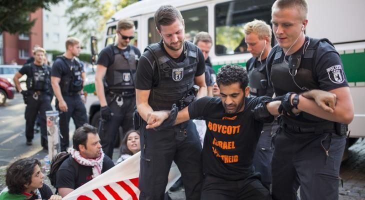"Activists disrupt ""Tel Aviv beach party"" in Berlin"