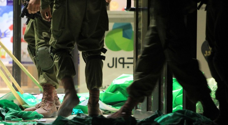Army Shoots Palestinian, Leaves him to die near Hebron