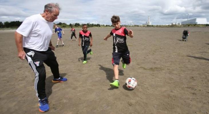 Gaza academy u-15 team get warm welcome in Cork for soccer friendly
